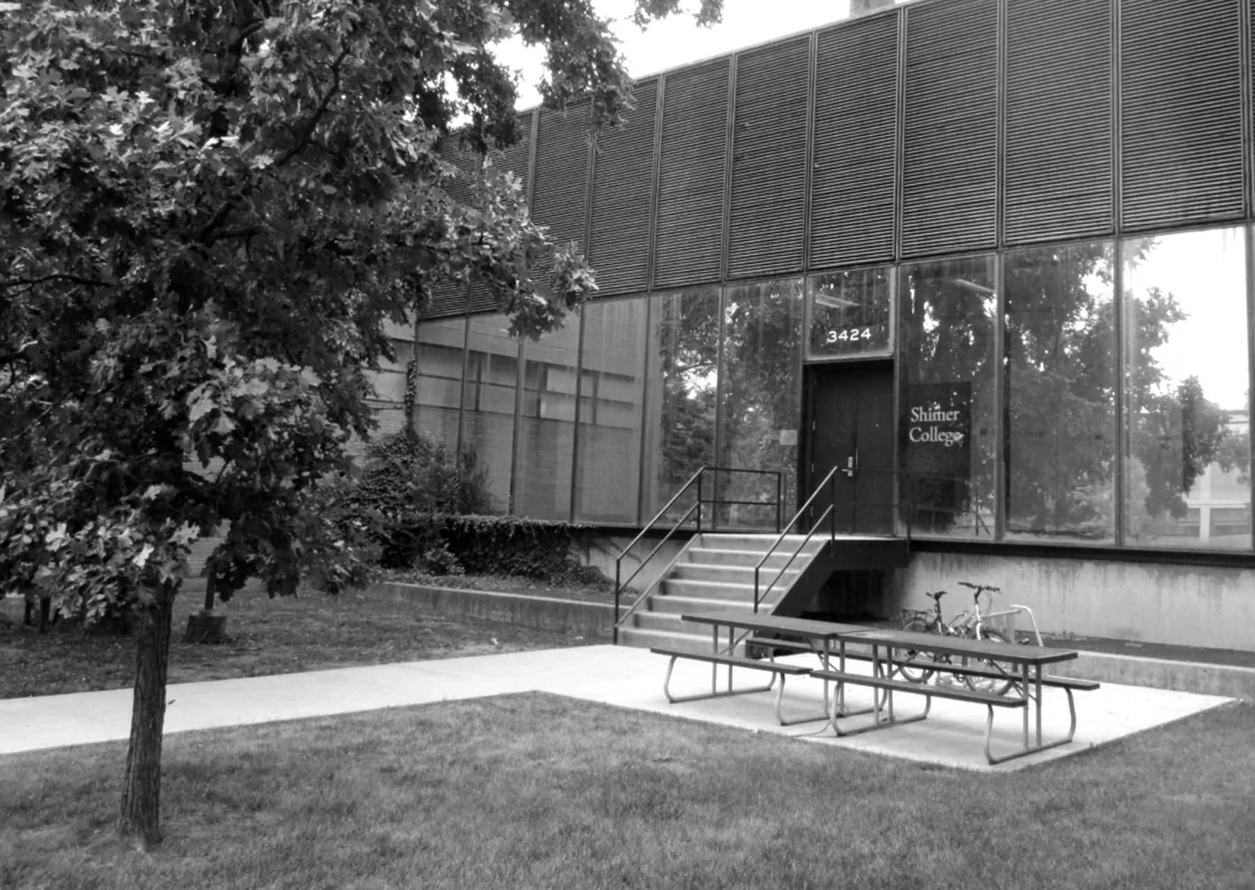 The entrance to the sole building on the Illinois Institute of Technology's campus that housed Shimer classes (Samuel Henderson/Shimer College Wiki)